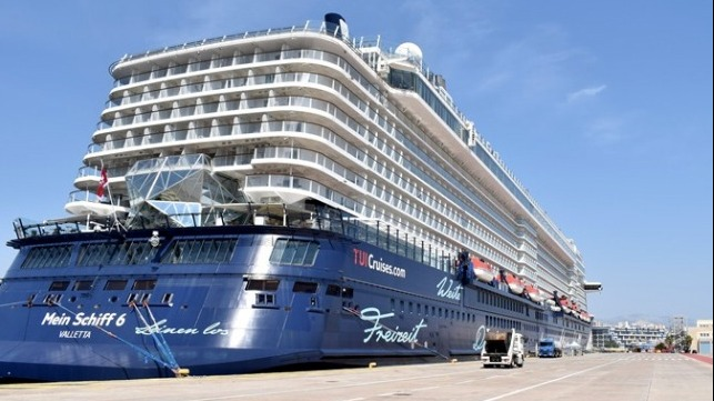 First large cruise ship returns to Greece