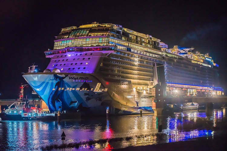 Norwegian Bliss Sails Stern First Down Ems River