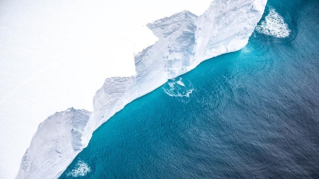 images of world's larges iceberg in the South Atlantic