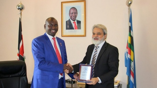 Dr. Syed Mohammed Anwer, President Maritime Study Forum, presenting the shield of honor to Professor Julius Kibet Bitok, High Commissioner of Kenya to Pakistan.
