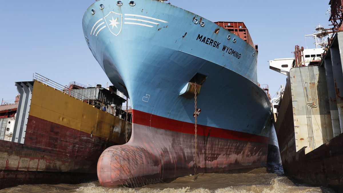 Maersk to Scrap Four More Vessels at Alang