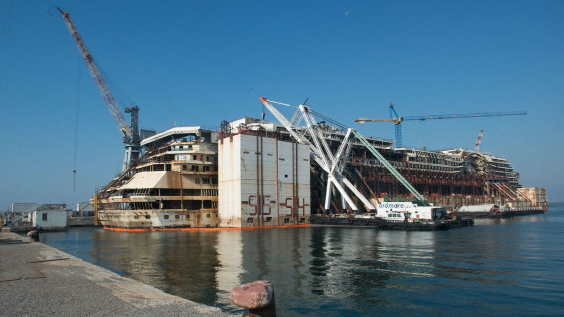 First caissons removed from costa concordia wreck for Caisson maritime