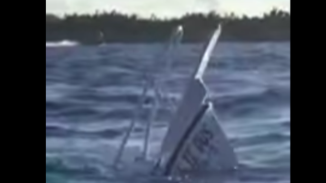 Video Cruise Tourists Dive Boat Sinks
