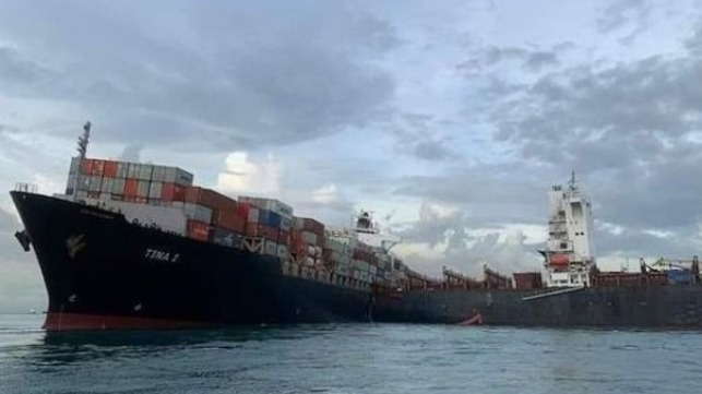 containership hits grounded ship in Indonesia and grounds
