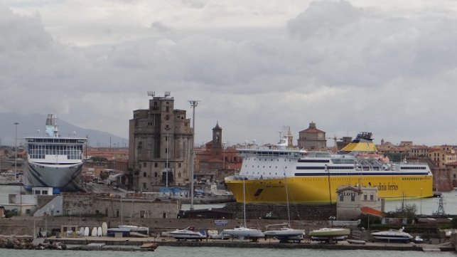 Italian ports must pay corporate taxes