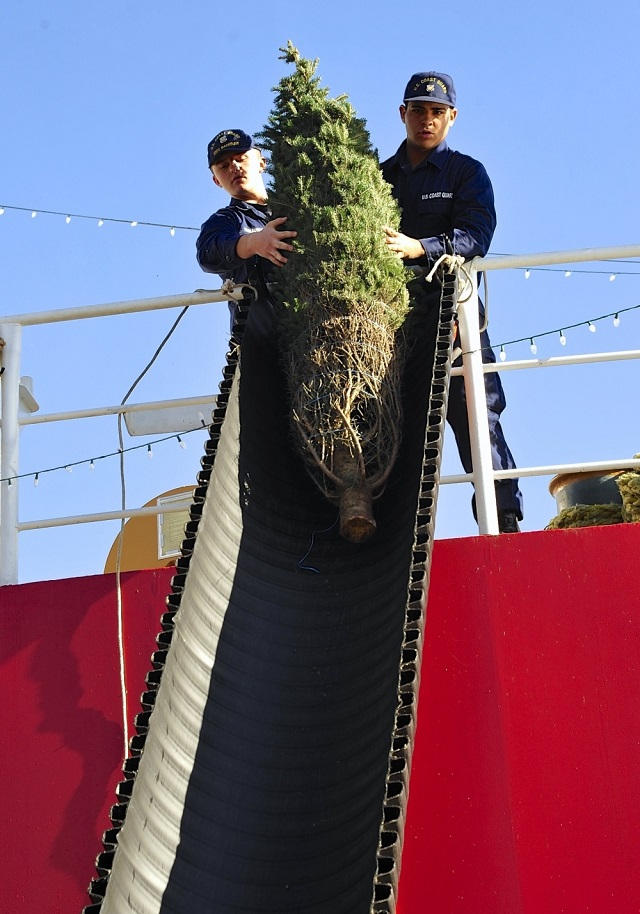 Coast Guard Cutter Reenacts Chicago Christmas Tree Tradition