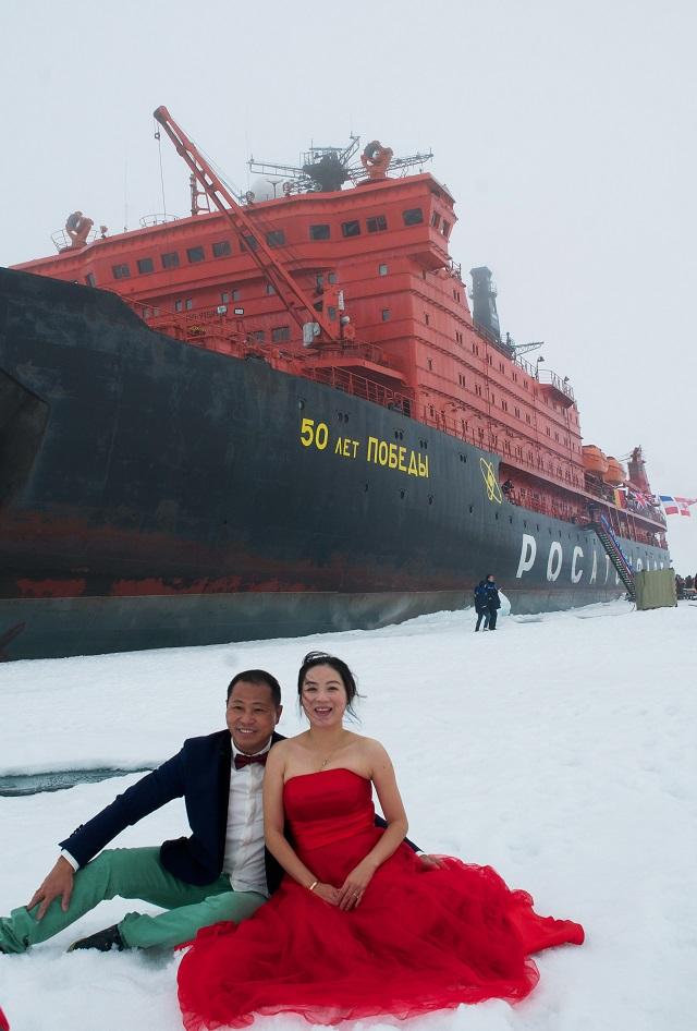 """Résultat de recherche d'images pour """"tourists arctic cruises russia"""""""